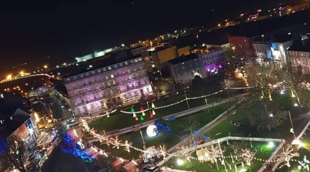 Santa Claus arrives in town for annual Christmas market
